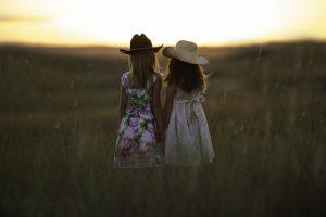 sisters-931151_640 (1)
